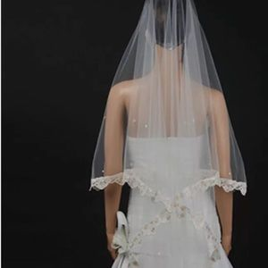 New beautiful fingertip length veil w/ embroidery
